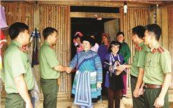 Người lính giữ gìn an ninh trên vùng biên Mường Khương
