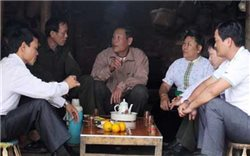 """""""Cuộc chiến"""" đẩy lùi hủ tục lạc hậu ở vùng cao Lào Cai"""
