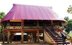 Kiến trúc nhà làng truyền thống ở vùng cao Quảng Nam đang biến dạng
