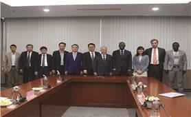 Bộ trưởng, Chủ nhiệm Đỗ Văn Chiến tiếp Giám đốc Quốc gia Ngân hàng thế giới tại Việt Nam