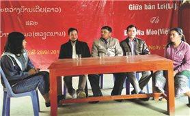 Ấm áp nghĩa tình bản làng hai bên biên giới Việt-Lào