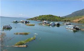 Làng chài trên hồ thủy điện Buôn Tua Sarh