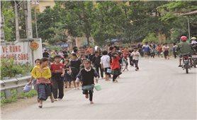 Mang Tết sớm cho trẻ em nghèo vùng DTTS