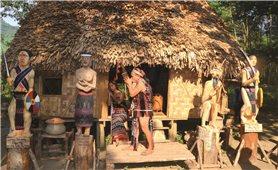"""Để nghệ thuật điêu khắc gỗ dân tộc Cơ-tu """"sống"""" mãi"""