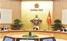 Thủ tướng Nguyễn Xuân Phúc chủ trì họp Thường trực Chính phủ về phòng chống Covid-19