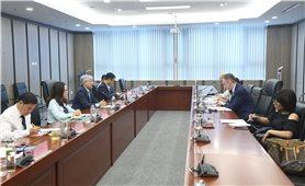 Bộ trưởng, Chủ nhiệm Ủy ban Dân tộc Đỗ Văn Chiến làm việc với Đại sứ Ai Len