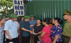 Phó Thủ tướng Trịnh Đình Dũng Kiểm tra, chỉ đạo xử lý tình trạng sạt lở khẩn cấp ở Hòa Bình