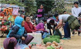 Chợ phiên vùng cao thu hút du khách