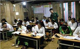 Lớp học xóa mù chữ của Trung úy Vàng Lao Lừ