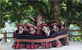 Tư duy làm du lịch của người Mông ở Sin Suối Hồ