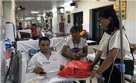 Báo Dân tộc và Phát triển: Thăm và tặng quà gia đình người bị tai nạn lao động