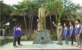 Thăm Khu tưởng niệm chiến sĩ Hoàng Đình Giong