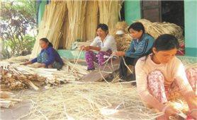 Nghề truyền thống giúp người dân thoát nghèo
