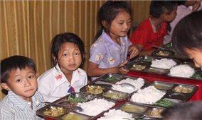 Hỗ trợ gạo cho học sinh vùng khó Thanh Hóa