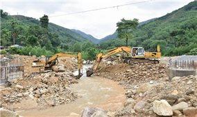 Quảng ngãi: Ba Tơ khẩn trương khắc phục các điểm sạt lở mùa mưa bão