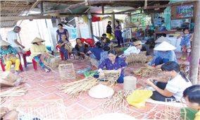 """Dự án """"Dạy nghề và chữ viết Khmer cho người dân tộc Khmer"""": Hiệu quả nhân đôi"""