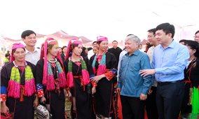 Bộ trưởng, Chủ nhiệm UBDT Đỗ Văn Chiến dự Ngày hội Đại đoàn kết toàn dân tộc tại Quảng Ninh