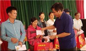 Đoàn công tác của Ủy ban Dân tộc thăm, tặng quà Tết tại Thanh Hóa