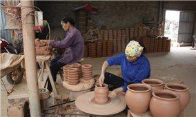 Làng nghề truyền thống tiếp cận cách làm mới