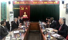 Bộ trưởng, Chủ nhiệm Ủy ban Dân tộc Đỗ Văn Chiến tiếp và làm việc với Giám đốc Quốc gia Ngân hàng Thế giới tại Việt Nam
