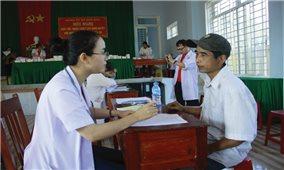 Thầy thuốc trẻ với đồng bào vùng cao