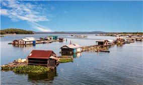 Lênh đênh làng nổi trên sông La Ngà