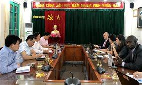 Thứ trưởng, Phó Chủ nhiệm UBDT Phan Văn Hùng tiếp và làm việc với Giám đốc Thực hành Phát triển Xã hội, Khu vực Đông Á Thái Bình Dương