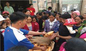 Quán cơm từ thiện ở thành phố Kon Tum: Hội tụ những tấm lòng hảo tâm
