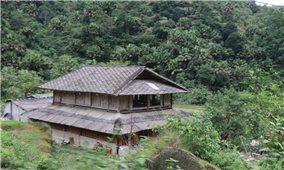 Độc đáo những ngôi nhà lợp ngói vảy ở Cao Bồ