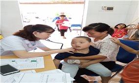 Gần 1.400 đồng bào DTTS được khám bệnh và tư vấn sức khỏe miễn phí