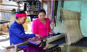 Phụ nữ bản Pa Xa Lào: Bảo tồn nghề dệt truyền thống