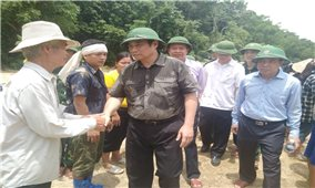 Trưởng Ban Tổ chức Trung ương Phạm Minh Chính thăm vùng lũ Sa Ná