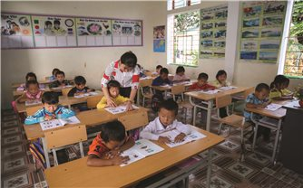 Kỳ Sơn (Nghệ An): Khi giáo viên phải kèm giáo viên