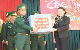 Chủ tịch Quốc hội Nguyễn Thị Kim Ngân làm việc tại tỉnh Đăk Lăk