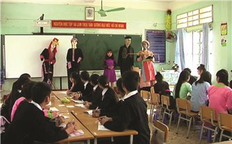 Đưa văn hóa DTTS vào trường học: Cần giải pháp toàn diện
