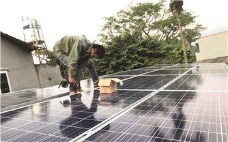 Mô hình điện mặt trời áp mái: Góp phần chống biến đổi khí hậu