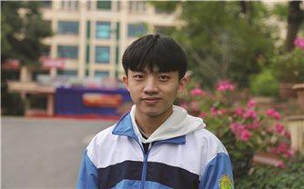 Nghị lực vượt khó của cậu học trò Giàng Seo Áo
