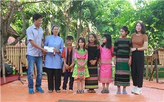 Công ty cổ phần sản xuất biến thế HBT Việt Nam trao quà học sinh nghèo
