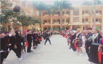 Bồi đắp văn hóa dân tộc cho học sinh vùng cao