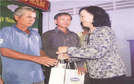 Trồng cây góp phần chống biến đổi khí hậu tại Bình Định