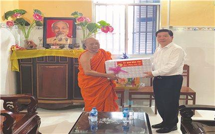 Thứ trưởng, Phó Chủ nhiệm UBDT Lê Sơn Hải chúc Tết đồng bào DTTS tỉnh Sóc Trăng