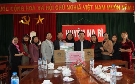 Thứ trưởng, Phó Chủ nhiệm Nông Quốc Tuấn chúc Tết Trường Phổ thông Dân tộc Nội trú Na Rì, tỉnh Bắc Kạn