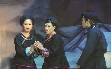 Cô gái Cao Lan tỏa sáng trên sân khấu cải lương