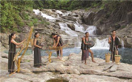 Thực hiện kế hoạch bảo tồn trang phục truyền thống các DTTS ở Khánh Hòa: Cần định dạng trước khi bảo tồn