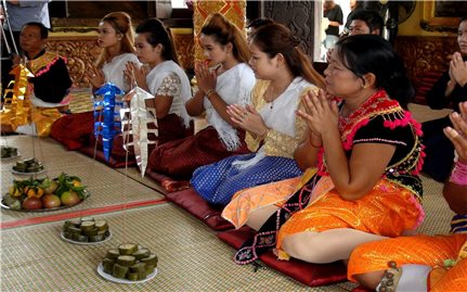 Đồng bào Khmer đón nhiều niềm vui trong Lễ Sen Đolta