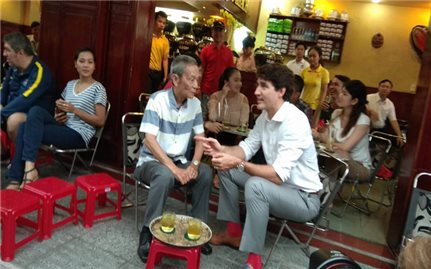 Thủ tướng Justin Trudeau thăm TPHCM; tản bộ, thưởng thức cà phê Sài Gòn