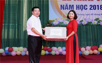Thứ trưởng, Phó Chủ nhiệm Lê Sơn Hải dự Lễ khai giảng năm học 2018-2019 Trường Tiểu học Phú Thượng I (huyện Võ Nhai, Thái Nguyên)