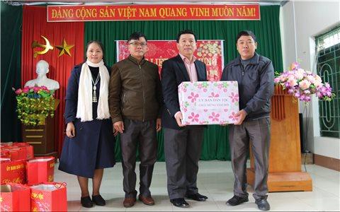 Thứ trưởng, Phó Chủ nhiệm UBDT Lê Sơn Hải chúc Tết đồng bào DTTS tỉnh Bắc Giang