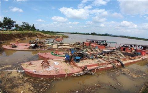 """Vì sao """"cát tặc"""" tung hoành trên sông Krông Nô?"""