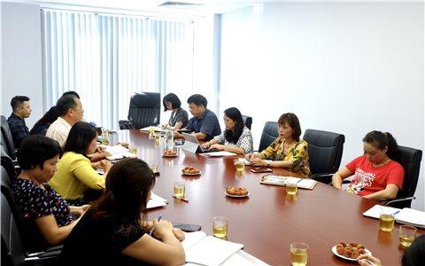 Thứ trưởng Hoàng Thị Hạnh làm việc với Tạp chí Dân tộc